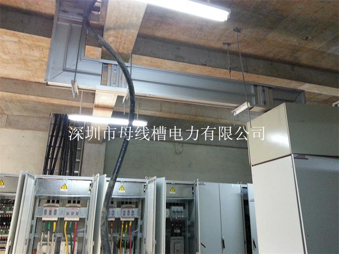 较分段单母线接线简化,减少了断路器的数量.